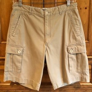 Tan men's cargo shorts w/belt loop&pockets